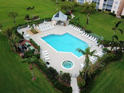 Pool - Beachview Condos - Sands of Marco - Marco Island, FL
